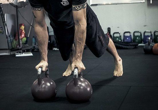 4 exercices efficaces pour avoir des avant-bras puissants et massifs